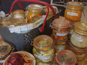 Production de lactofermentation prête pour le stockage en cave - association la jarre écocitoyenne