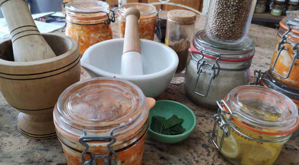 Préparation de citron confit et d'un coleslaw